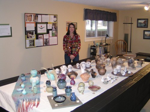 janet-richards-and-the-pottery-she-sells-to-benefit-women-survivors-of-war